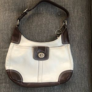 Authentic RARE Coach leather shoulder bag 😍